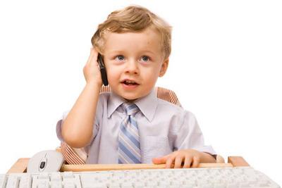 Có nên cho trẻ dùng điện thoại sớm?
