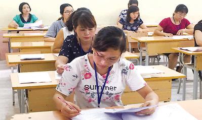 """Hà Nội: Phụ huynh lựa chọn """"ngã rẽ"""" học trường dân lập."""
