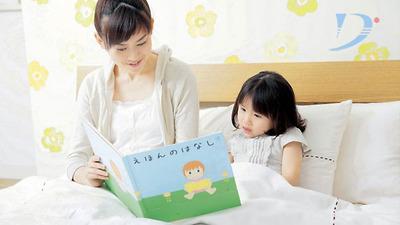 Cho trẻ đọc truyện tranh đúng cách sẽ hỗ trợ cho sự phát triển tư duy ở trẻ