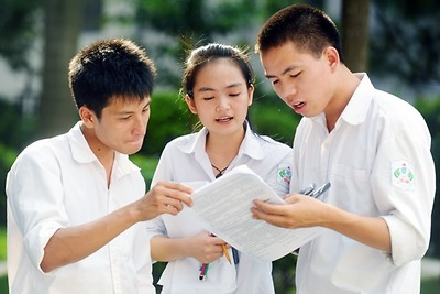 Chọn sách tham khảo lớp 12 cho con sao cho hợp lý