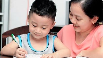 Tiết lộ tuyệt chiêu của các bà mẹ có con học giỏi