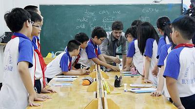Làm thế nào để tăng khả năng tự tin trong giao tiếp tiếng anh cho học sinh?
